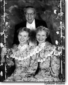 Rulon Jeffs and two of his wives.